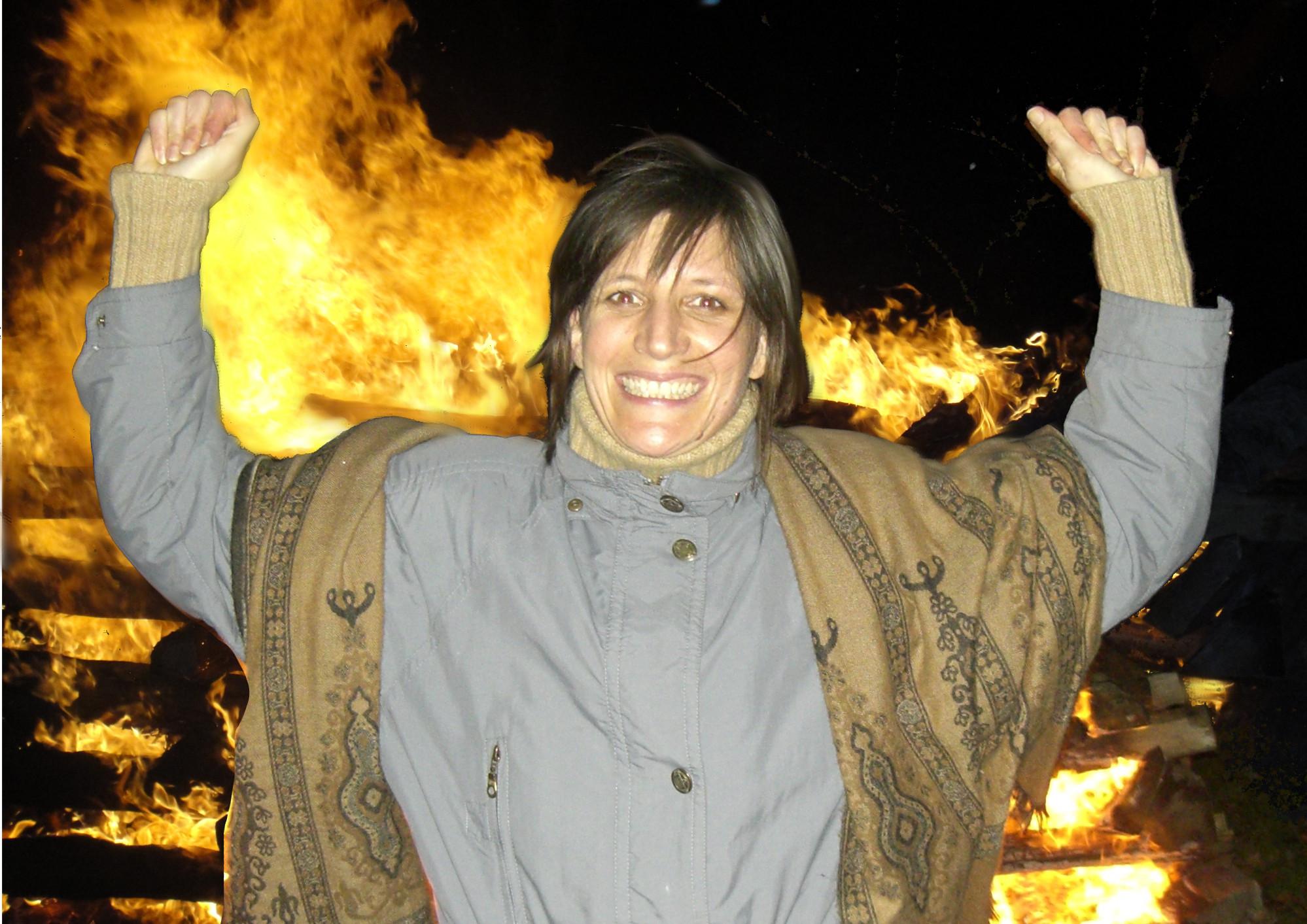 Aus dem Archiv: Feuerlauf mit Eva Fischer