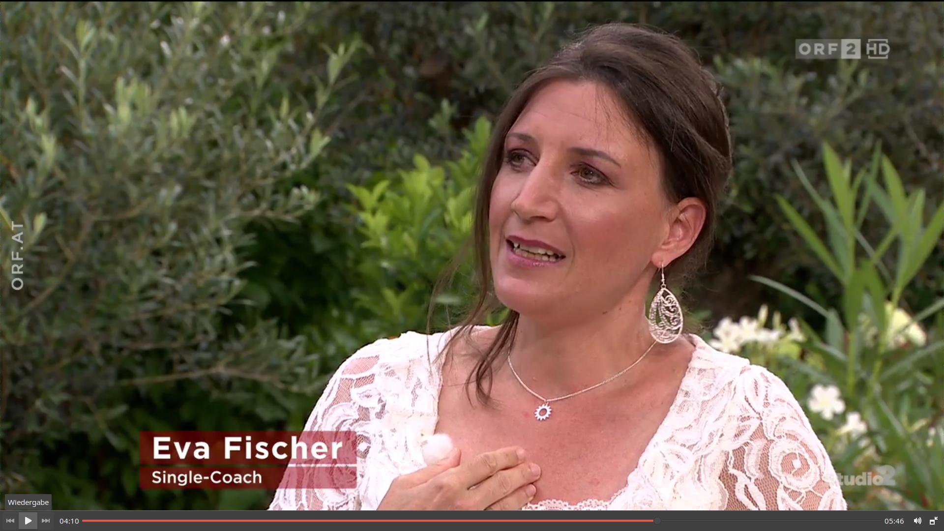 Eva Fischer im Fernseh-Studio beim ORF